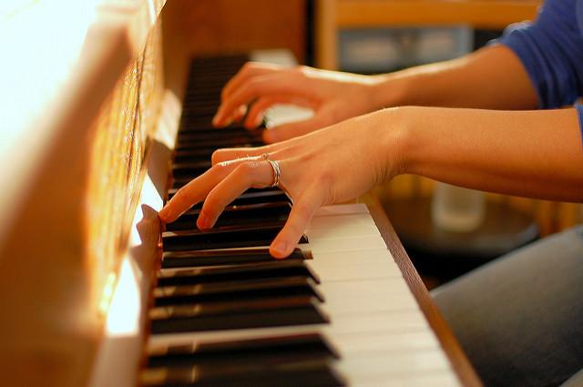 VOLUNTEER PIANIST(s) for SENIORS CHOIR